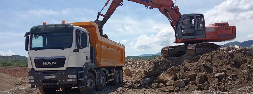 izkopi bager tovornjak prevozi